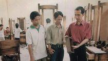 Bicara Tantangan RI, Jokowi Unggah Foto Saat Jadi Pengusaha Mebel