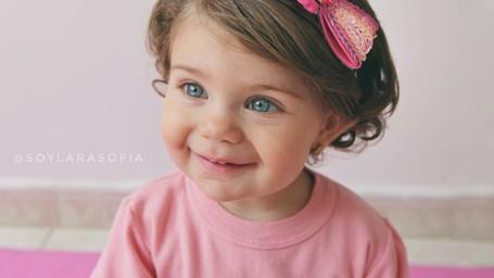 Kenalan dengan Sofia, Bocah Bermata Biru yang Menggemaskan