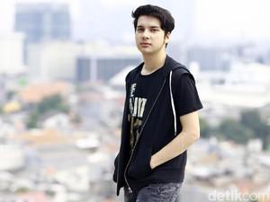 Endy Arfian Posting Foto Bareng Amel Carla, Pacaran atau Sahabat Saja?