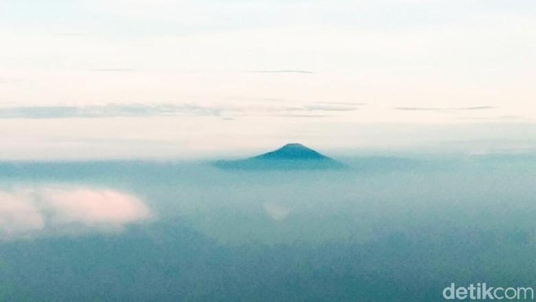 Seputar Gunung Slamet yang Jalur Pendakiannya Tanpa Sumber Air/Foto: Muhammad Idris/detikTravel