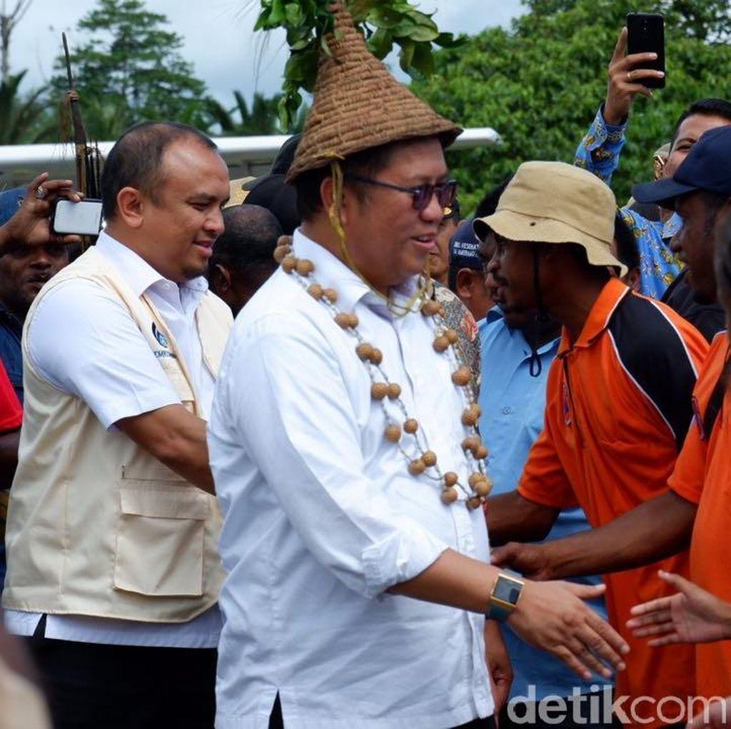 Blusukan Menkominfo Tinjau Palapa Ring di Puncak Jaya