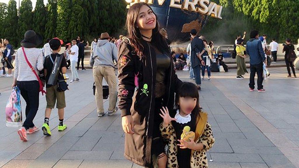 Penggemar Berat Ayu Ting Ting, Putri Denada Semringah saat Dijenguk