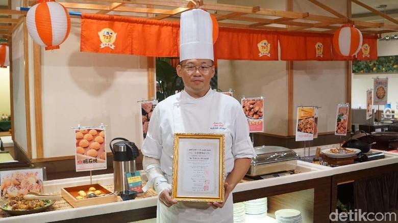 Koki bersertifikat spesialis makanan halal di Okinawa (Masaul/detikTravel)
