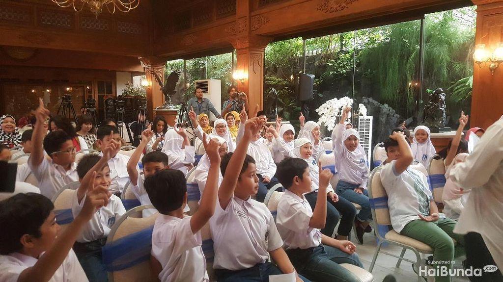 Keseruan Anak-anak Saat Kunjungi Perpusatakaan Habibie & Ainun