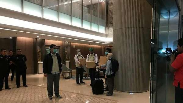 KPK Bawa 3 Koper dan 3 Kardus Usai Geledah Kantor PLN