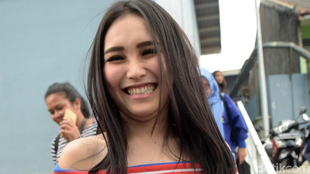 Komunikasi dengan Putri Denada, Ayu Ting Ting Terharu
