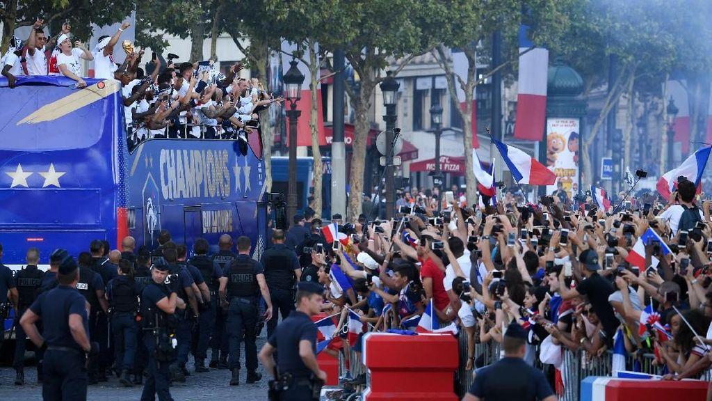 Ratusan Ribu Orang Sambut Parade Juara Prancis