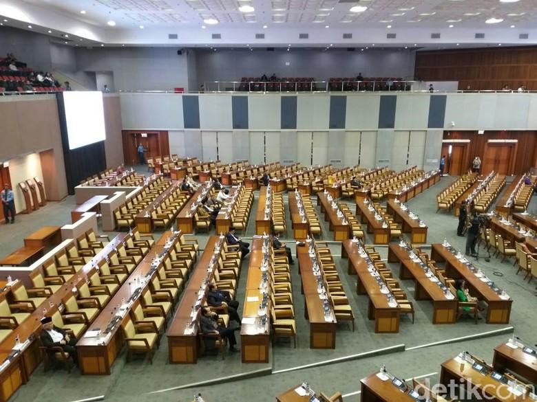 Rapat Paripurna Lanjutan Evaluasi APBN 2017, 384 Anggota DPR Absen