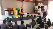Anak-anak Australia Belajar Sambil Berupaya Atasi Sampah