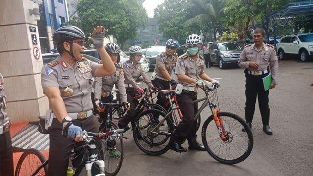 Kakorlantas Polri pakai sepeda untuk mendukung pengurangan kendaraan pribadi