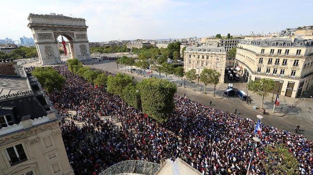 Champs Elysees, Paris, JUli 2018.