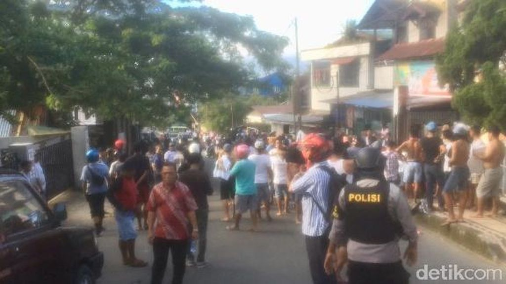 Warga Bentrok di Kudamati Ambon, Polisi Lepaskan Gas Air Mata