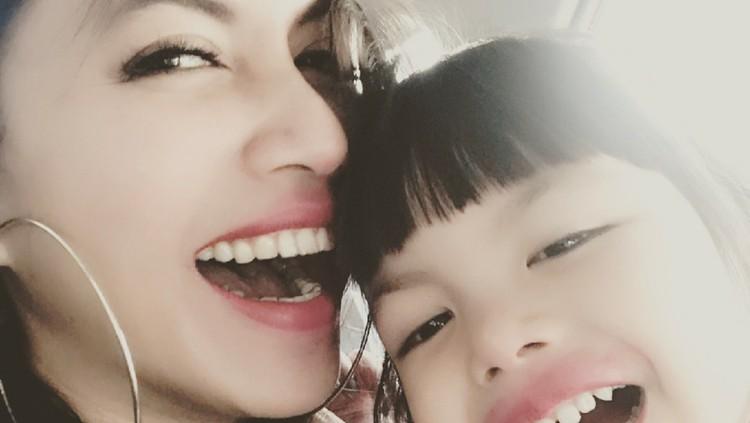 Cute! Momen Kompaknya Denada dengan si Kecil Shakira