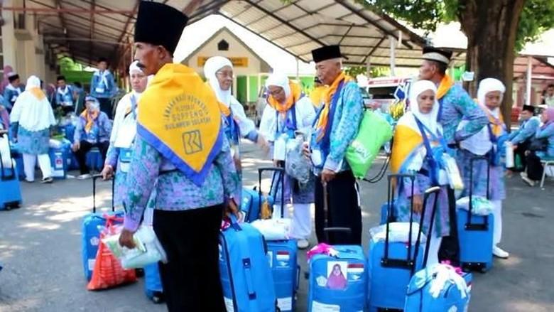 Nabung Sejak SD, Buruh Tani Ini Akhirnya Haji di Usia 53 Tahun