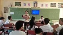 Gendong dan Jaga Bayi Murid Selama Ujian, Guru Ini Jadi Viral