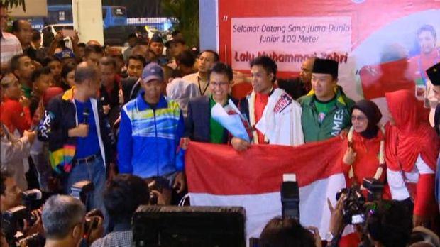 Lalu Zohri saat disambut Menpora RI Imam Nahrawi di Bandara Soekarno Hatta. (