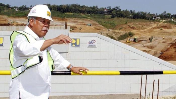 Menteri PUPR Basuki Hadimuljono meninjau salah satu bendungan yang akan selesai tahun ini yakni Bendungan Gondang di Karanganyar, Jawa Tengah