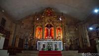 Di dalam gereja terdapat Patung Yesus yang terbuat dari emas murni (Syanti/detikTravel)