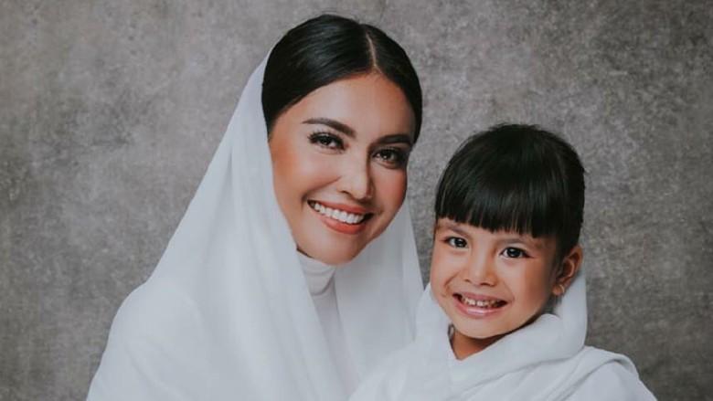 Denada dan Jerry Aurum Kembali Kompak untuk Anak
