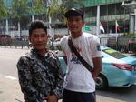 Cerita Warga Patungan Bendera Negara Asian Games Bertiang Bambu