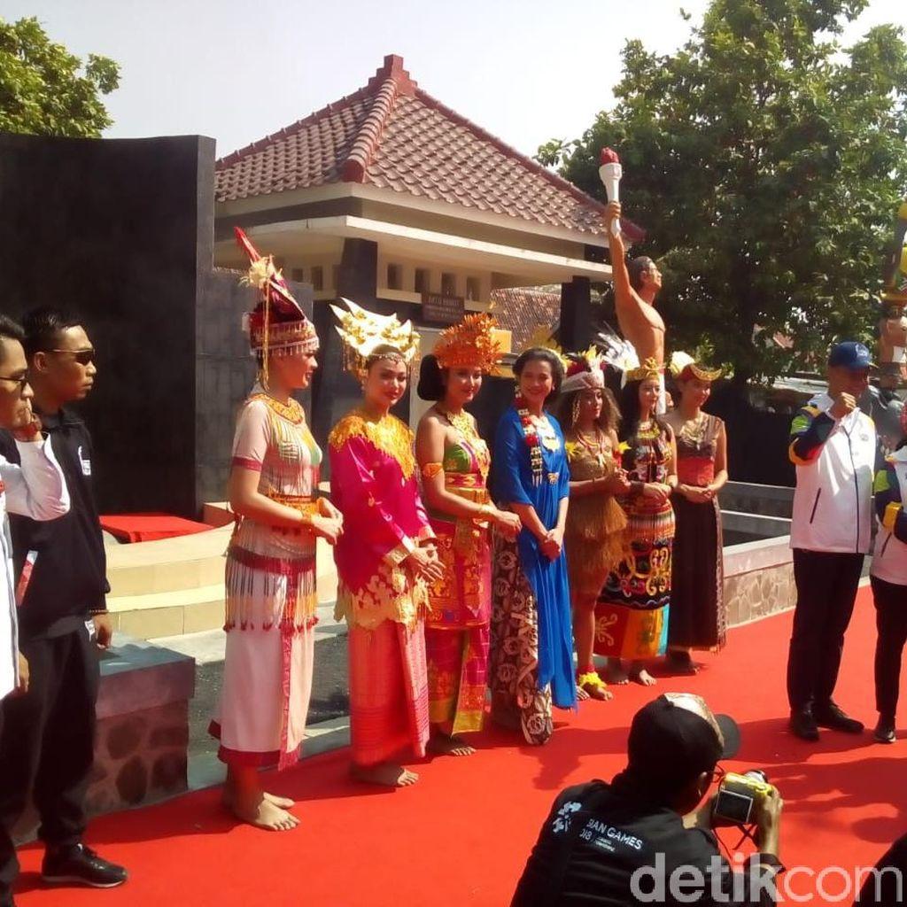 Legenda Tenis Yustedjo Bawa Api Abadi Mrapen untuk Obor Asian Games