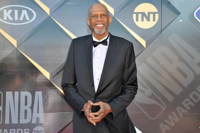 Pada tahun 2009 lalu, pebasket legendaris NBA Kareem Abdul-Jabbar didiagnosis chronic myeloid leukemia di usia 62 tahun. Kondisinya kini terkontrol dengan pengobatan. (Foto: Getty Images)