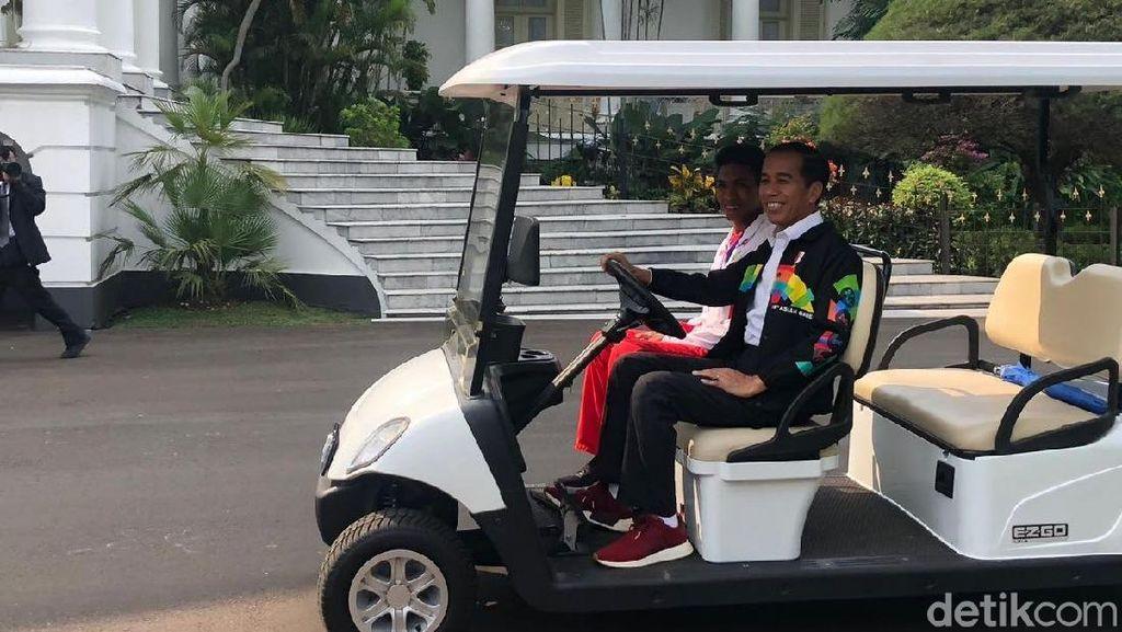 Momen Jokowi Ajak Lalu Muhammad Zohri Keliling Istana Bogor