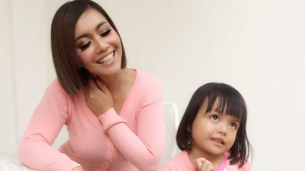 Foto Putri Denada di Awal Menjalani Pengobatan Leukemia