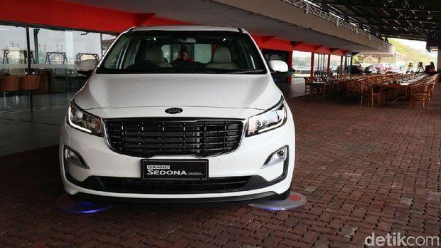 Mobil diesel masih ada peminatnya di Indonesia. Hal itu membuat pabrikan mobil asal Korea Selatan Kia, meluncurkan MPV di segmen premium Grand Sedona Diesel, Rabu (18/7/2018).