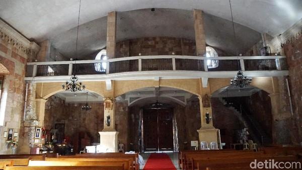Gereja ini dikenal dengan arsitektur yang megah dan kokoh. Hal ini dibuktikan dari pintu gereja yang tebal dan berat untuk menjaga gereja supaya tidak dibobol oleh pihak yang tidak bertanggung jawab (Syanti/detikTravel)
