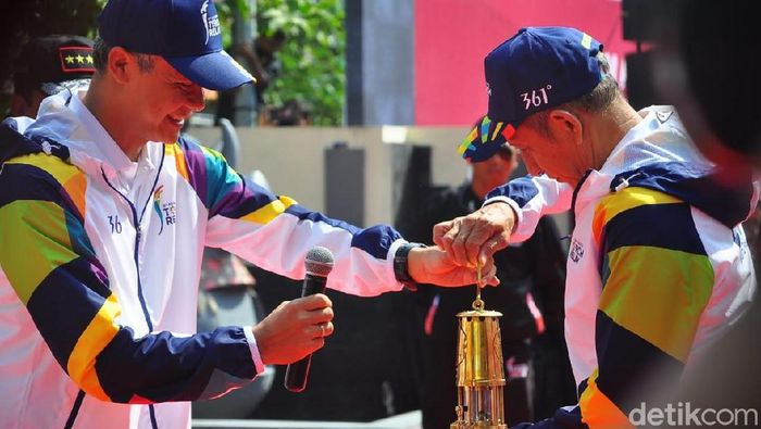 Api Asian Games 2018 dari Mrapen, Grobogan, dibawa ke Yogya. (Foto: Akrom Hazami/detikcom)