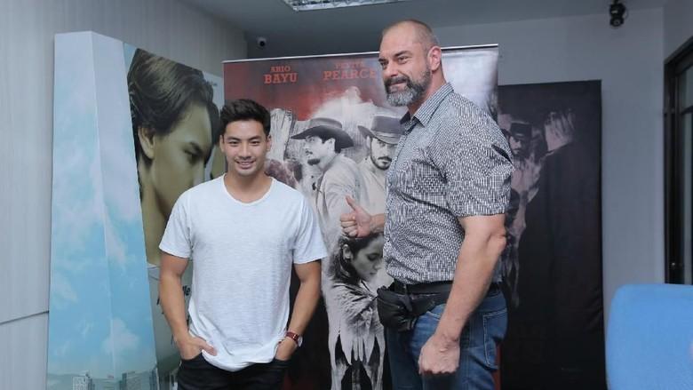 Yoshi Sudarso (kiri), Conan Stevens (kanan). Foto: (ismail/detikhot)