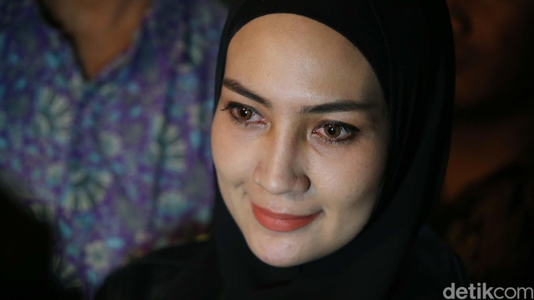 Steffy Burase Absen Jadi Saksi Kasus Suap Gubernur Aceh