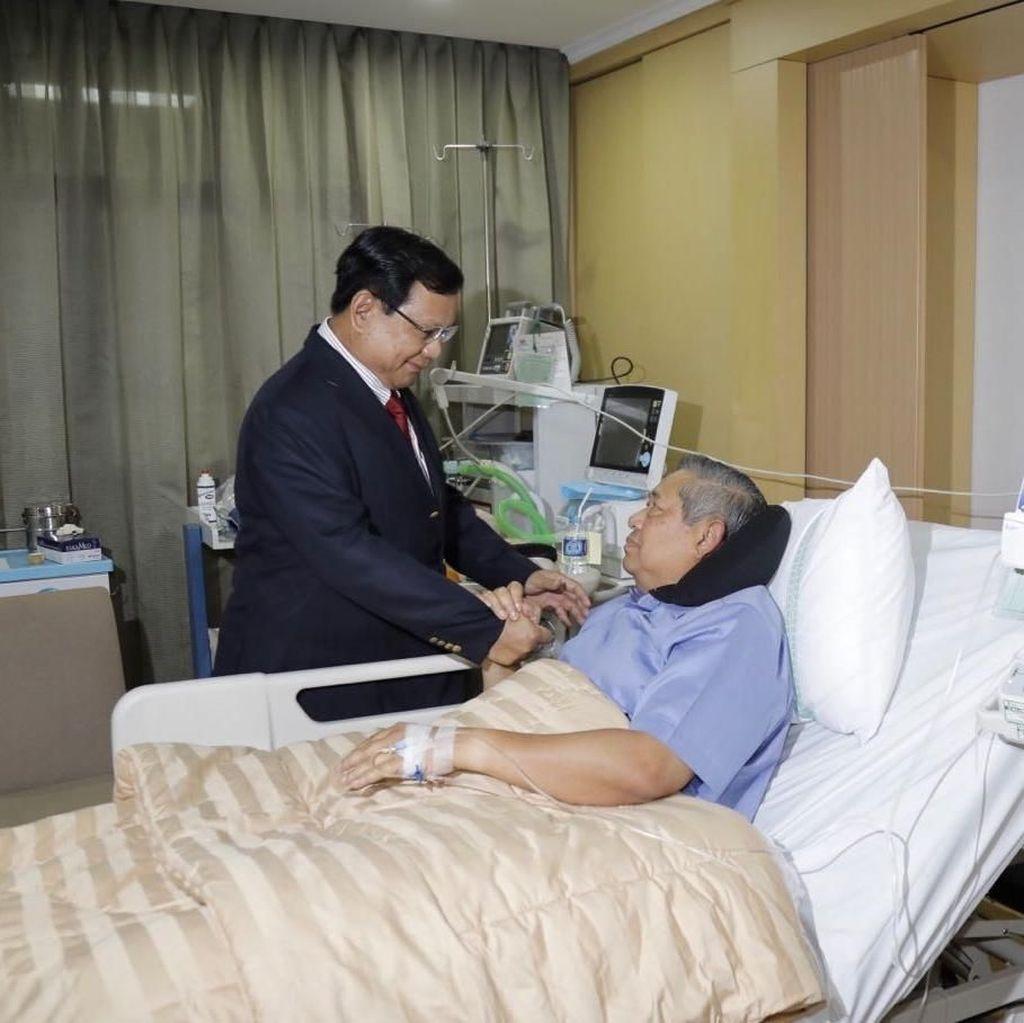Momen Prabowo Jenguk SBY di RSPAD