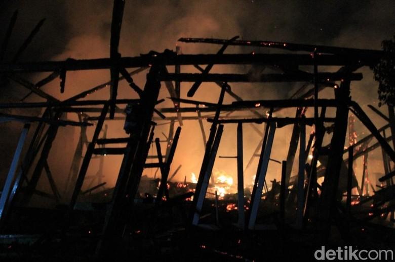 Tiga Rumah di Cangkuang Terbakar, Pemilik Histeris