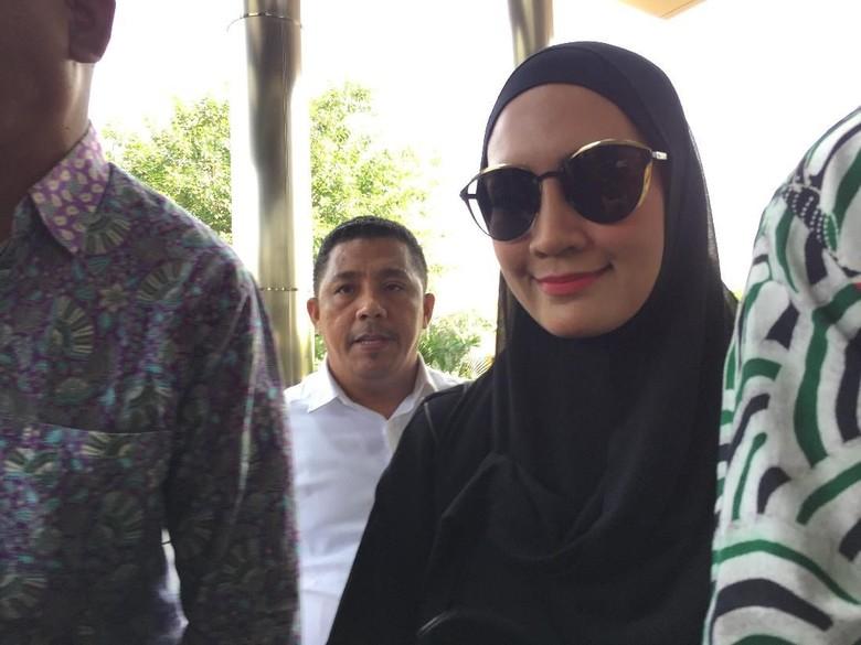 Steffy Burase Datangi KPK, Jadi Saksi Dugaan Suap Gubernur Aceh