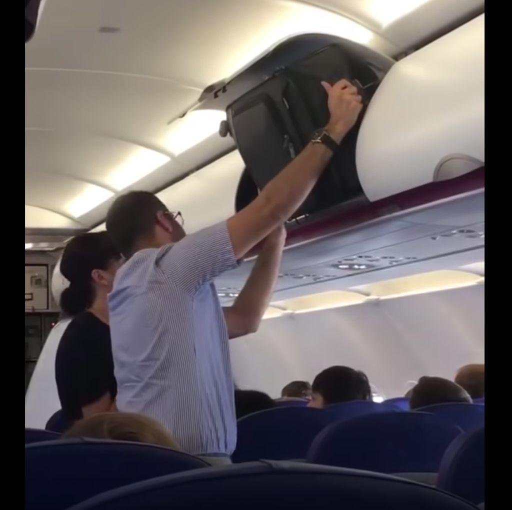 Foto: Viral Pria Susah Payah Taruh Bagasi, Ternyata Salah Posisi