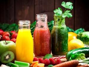 Sehatkan Usus dengan Rutin Minum Jus Buah Kaya Serat