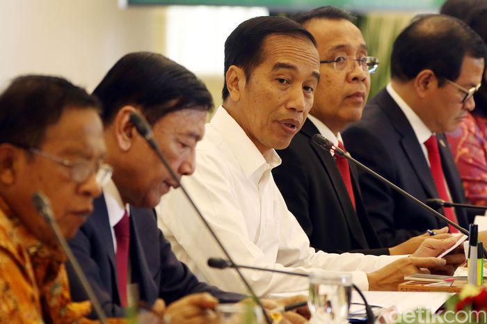 Presiden Joko Widodo (Jokowi) mengingatkan seluruh menteri di kabinet kerja tidak mengada-ada dalam menyusun anggaran di instansi yang dipimpinnya.