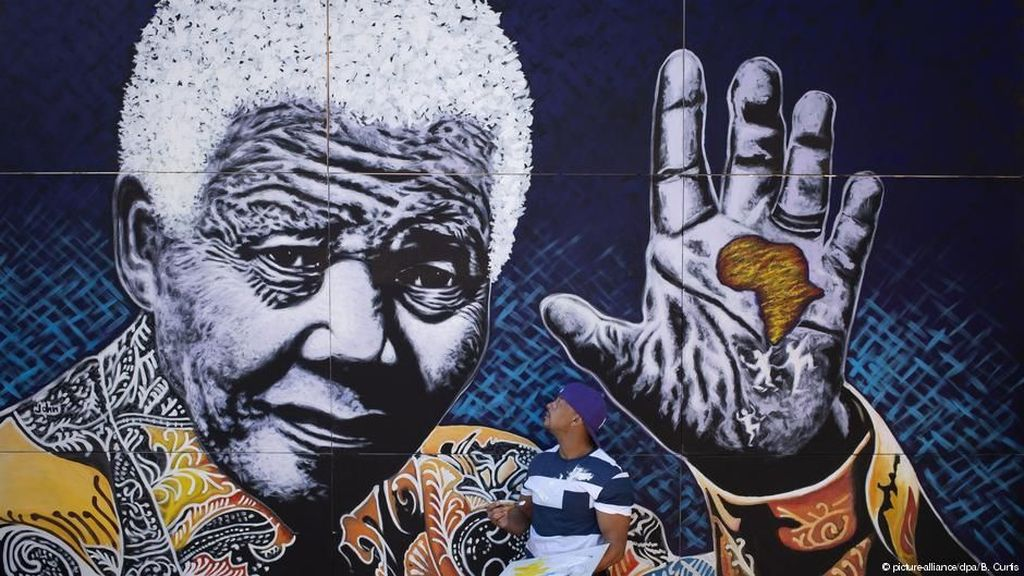 Momen Kedekatan Nelson Mandela dan Para Selebriti