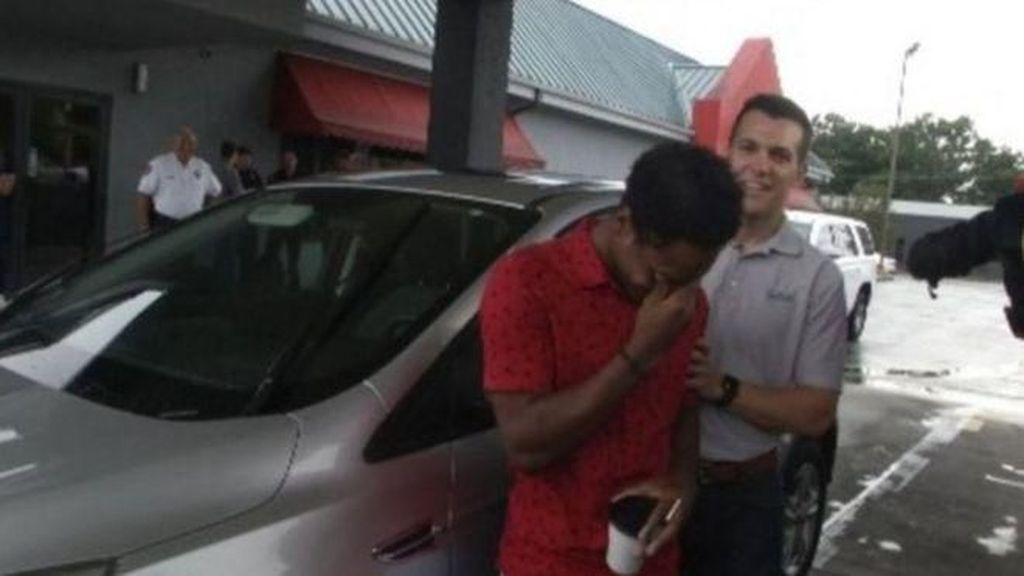 Kisah Viral Bos Beri Mobil ke Pegawai yang Jalan Kaki 32 KM
