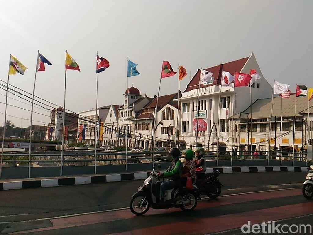 Satpol PP: Bendera Peserta Asian Games di Kota Tua Inisiatif Warga
