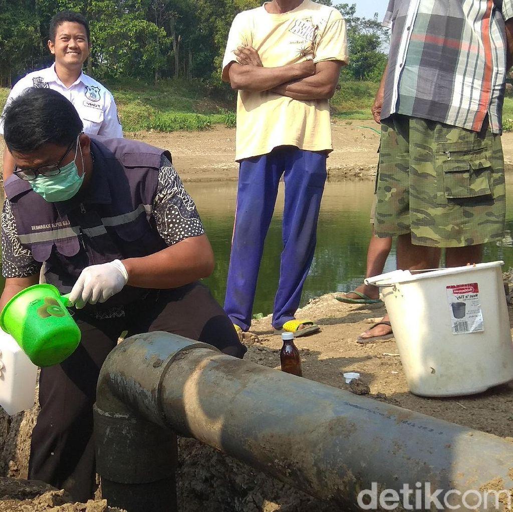 Buang Limbah ke Citarum, Tempat Pengepul Oli di Karawang Disegel
