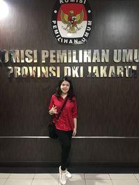 Tina Toonita saat daftar caleg ke KPU DKI