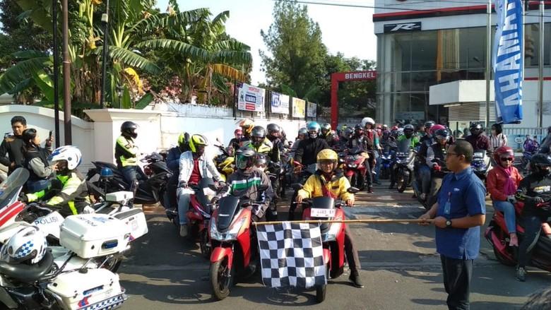 Touring konsumen dan komunitas MAXI Yamaha menuju lokasi acara di area Candi Borobudur/Foto: yamaha