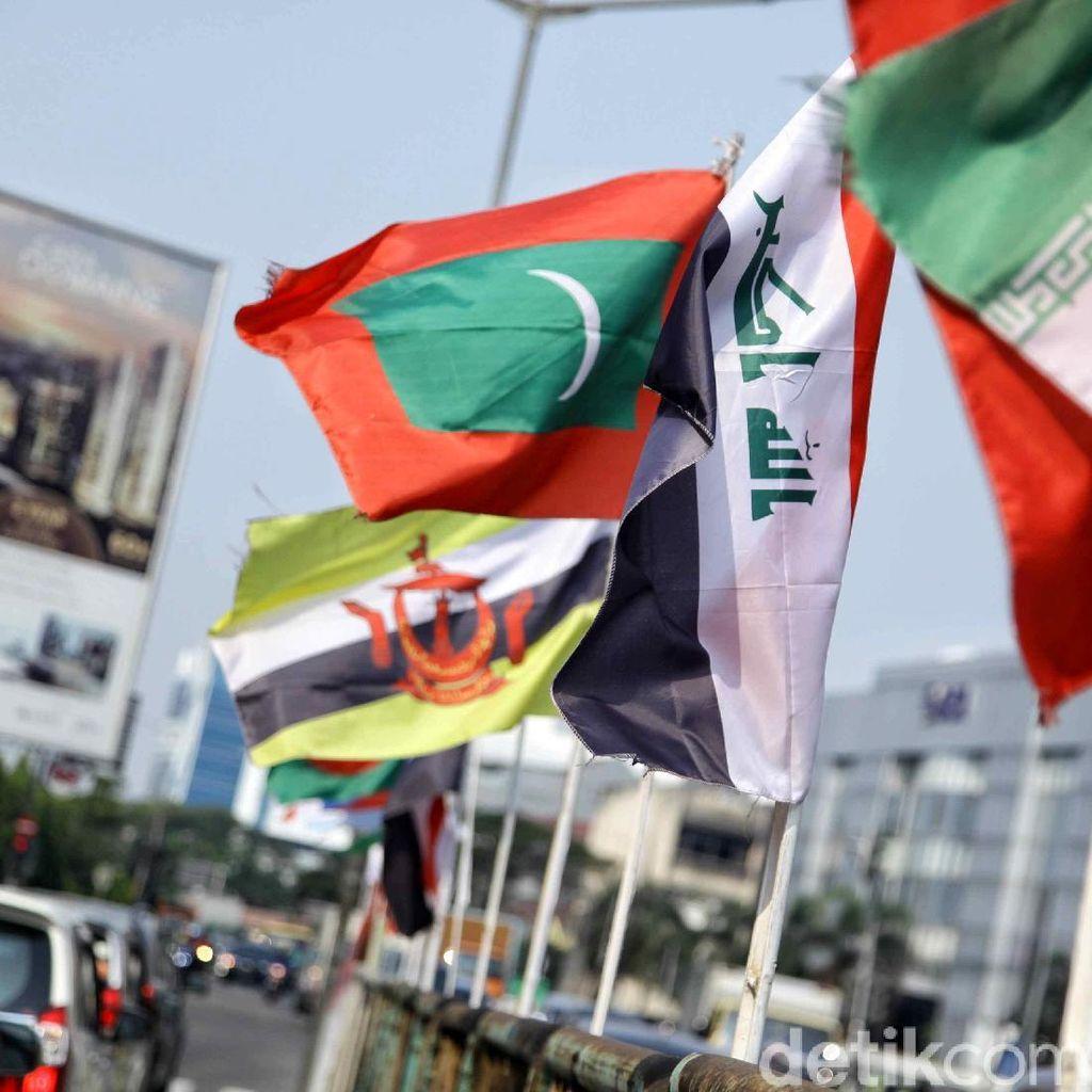 Waring dan Bendera Bambu di Jakarta Disorot Media Asing