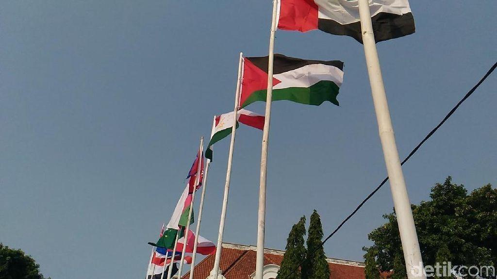PKB DKI soal Bendera Pakai Bambu: Banyak Dinas Punya Tiang Besi