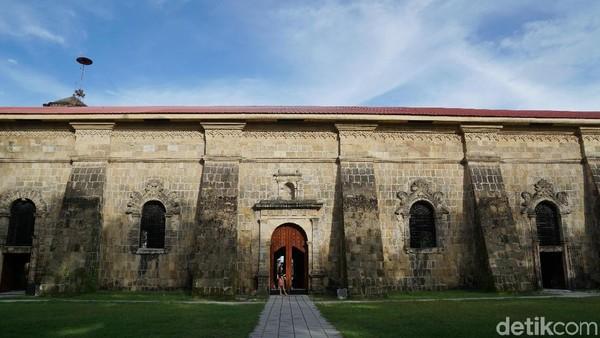 Gereja ini masih berfungsi dan digunakan sampai sekarang untuk beribadah dan upacara pernikahan. Ramai juga wisatawan yang mengabadikan momen dan berfoto-foto di depan gereja maupun di pintu-pintunya (Syanti/detikTravel)