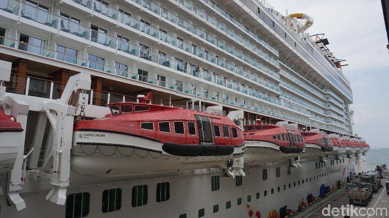 Inilah Genting Dream Cruise, sebuah kapal pesiar yang melayani rute Asia dengan fasilitas bintang lima (Shinta/detikTravel)