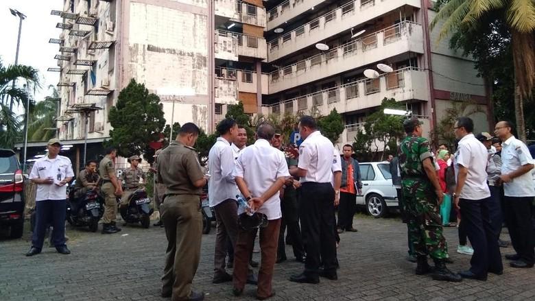 Banyak Pendatang, Rusun Pasar Jumat Jadi Sasaran Operasi Biduk